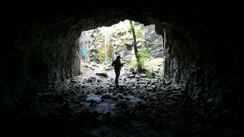 Mustavuoren linnoituksen luola
